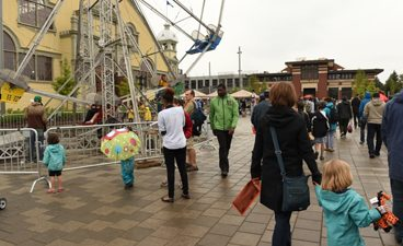 Image of people next to a ferris wheel behind the Aberdeen Pavilion at TD Place